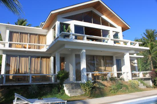 Amihan Villa: see those curtains? those are the doors to the roomo itself! glass doors to see the view.
