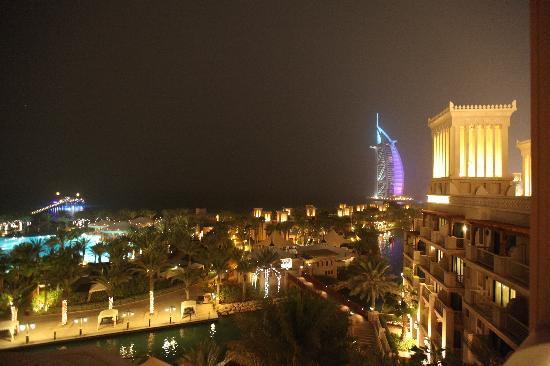 Jumeirah Al Qasr at Madinat Jumeirah: At night