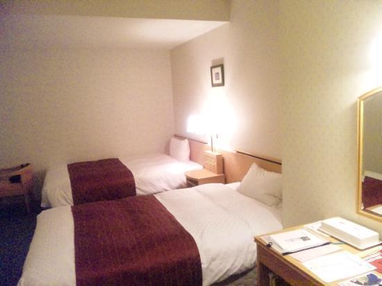 Hotel Cuore Nagasaki Ekimae: セミダブルのベッド