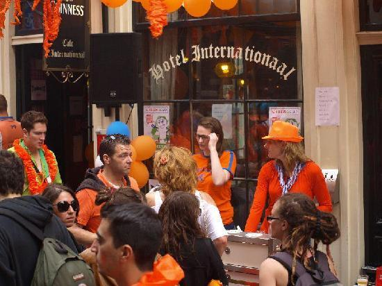 Hotel Internationaal: Warmoesstraat on Queen's Day