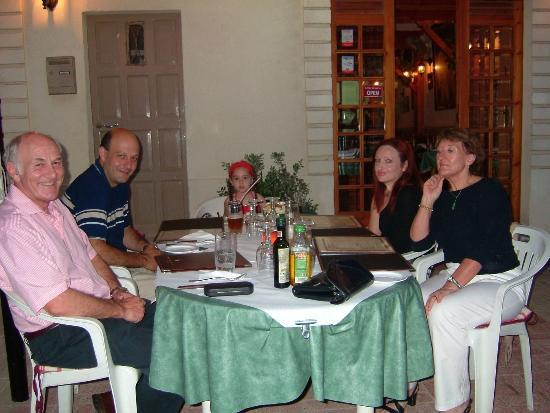Paradise Bar and Restaurant: Family and friends at Paradise
