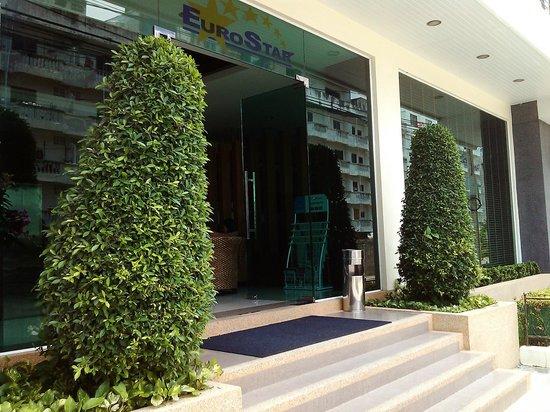 The New Eurostar Jomtien Beach Hotel & Spa: Вход в отель