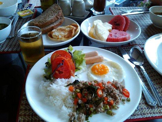 The New Eurostar Jomtien Beach Hotel & Spa: Типичный завтрак россиянина