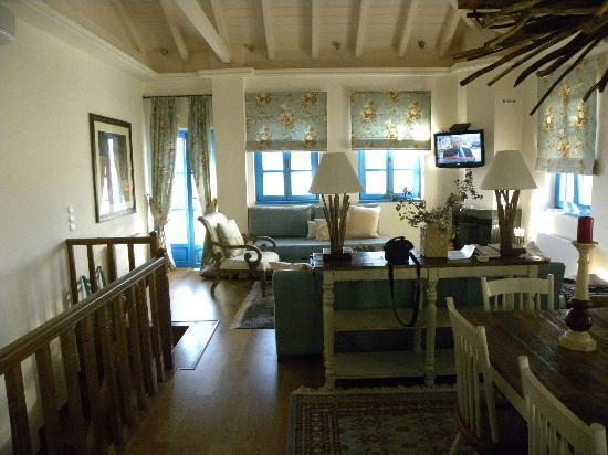 Zagori Suites Hotel: κουζινοσαλοτραπεζαρία