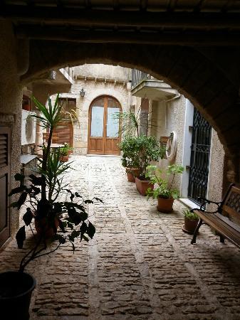 Antico Borgo : Cortiletto d'accesso