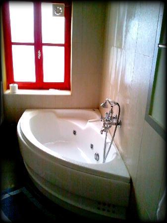 il Palazzo Rooms & Suites: Bathroom - Jacuzzi