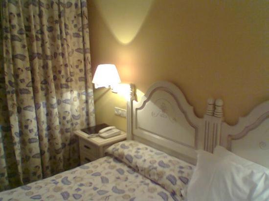Hotel Palacio de la Vinona: La cama
