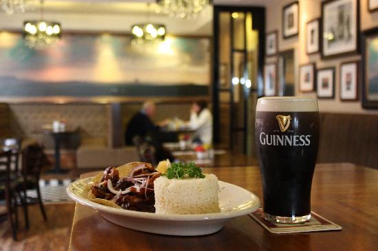 Belmullet, Ιρλανδία: Warm Welcome and Guinness!