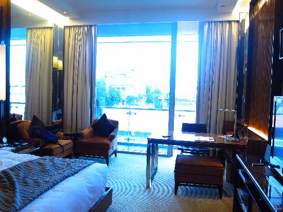 The Fullerton Bay Hotel Singapore : Also got study desk
