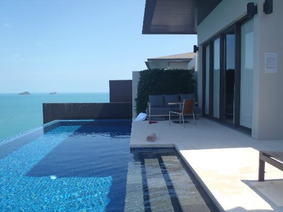 Conrad Koh Samui: Villa's private infinity pool and table seating