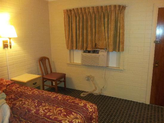 Brikcrete Motel : New AC unit, straighback chairs