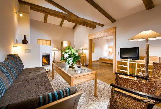 BEST WESTERN PLUS Berghotel Rehlegg: Senior Suite Alm mit Jacuzzi auf dem Balkon