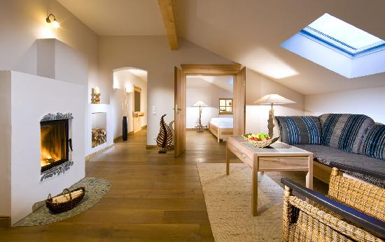Best Western Plus Berghotel Rehlegg: Suite Alpenmohn mit Kamin