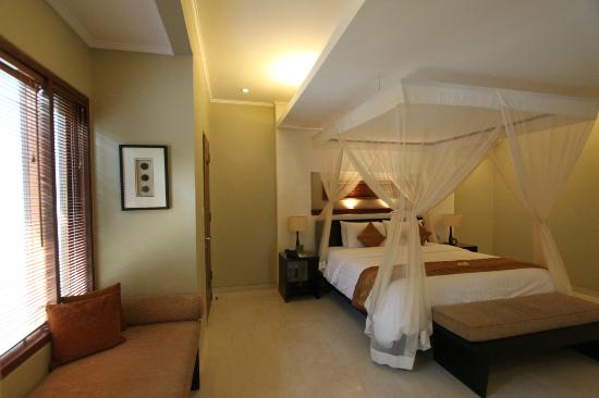 The Kunja Villas & Spa: nice lighting in the bedroom