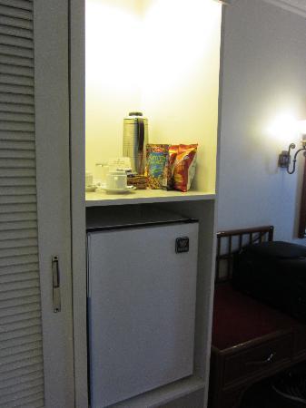 Apo View Hotel: 冷蔵庫もモチロン完備