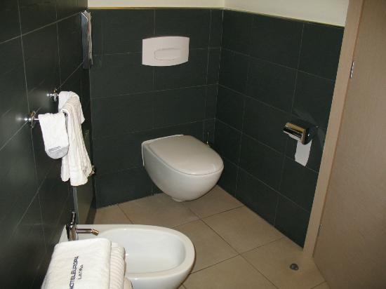 Hotel Europa - Room 404 Bathroom