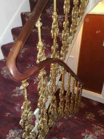 Mandalay Picton House Hotel: The stairs.