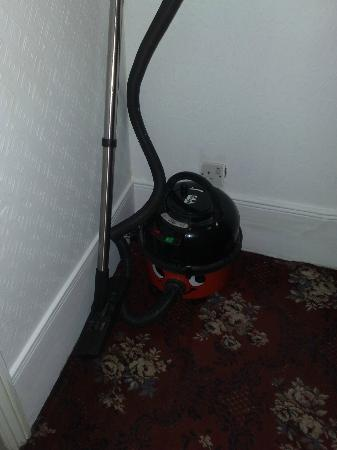 Mandalay Picton House Hotel: Even the vacuum cleaner had a friendly smile!