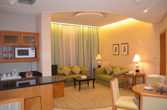 Ramada Gulf : Business Class Suite Living area