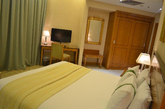 Ramada Gulf : Master king size Bedroom