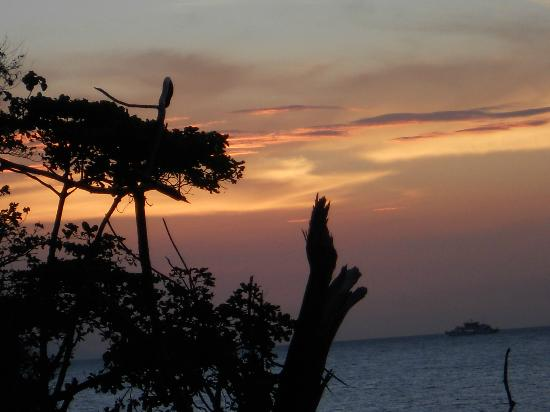 Tuko Beach Resort: sunset