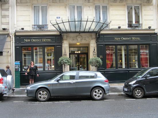 New Orient Hôtel : Street view of hotel