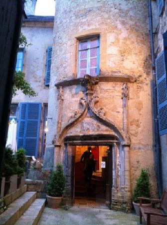 Le Petit Manoir : entrance.  entree