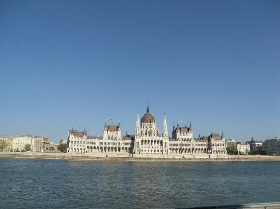 Hotel Pension Helios: The magnificent Parliament