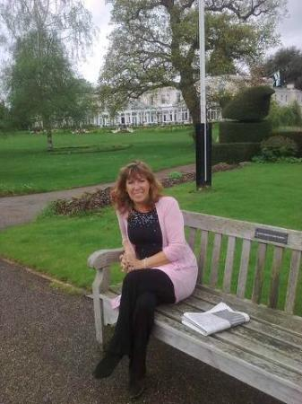 Phyllis Court Club: Sitting by the Thames,in the hotel grounds, with hotel in the background