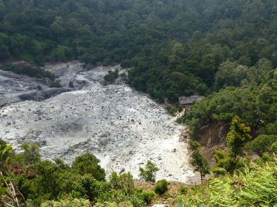 Lembang, Indonesien: View of crater, Kawah Domas