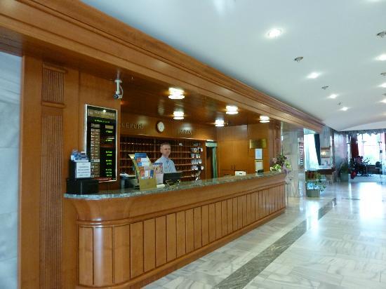 Danubius Health Spa Resort Heviz: Hotelrezeption