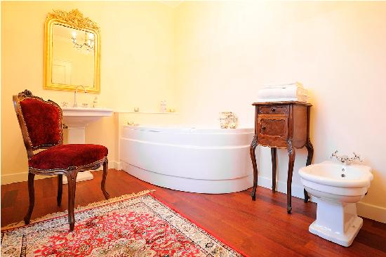 Duchessa Margherita Chateaux & Hotels Collection: Bagno