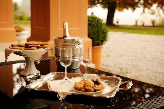 Duchessa Margherita Chateaux & Hotels Collection: portico