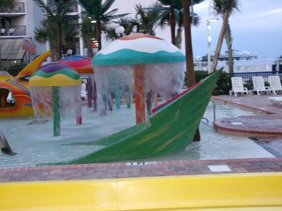Sea Crest Oceanfront Resort: Splash pool! Clean!!