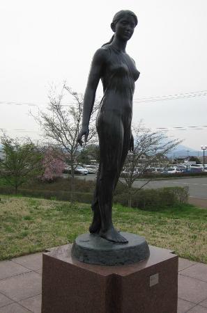 Iwate Museum of Art : 女性立像と岩手山(差替)