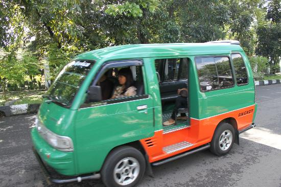Anggrek Gandasari Hotel: Public transport - Angkot