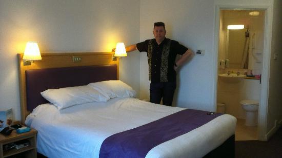 Premier Inn Warrington Centre Hotel: Clean spacious room and bathroom, very good bed