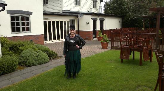 Premier Inn Warrington Centre Hotel: Restaurant & Beer Garden