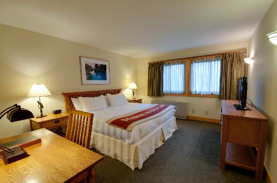 Minnewaska Lodge: Cliff View King Bed