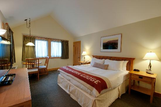 Minnewaska Lodge: Forest View King Bed