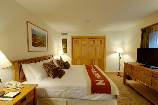 Minnewaska Lodge: Suite Bedroom