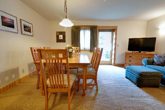 Minnewaska Lodge: Suite Living Area