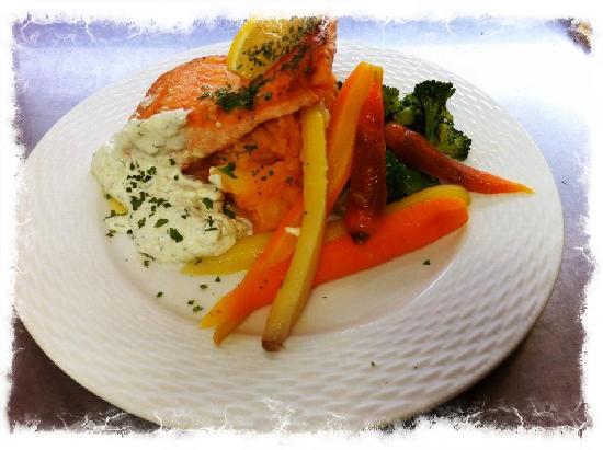 Moulin a Cafe : Filet de Truite sauce concombre, aneth, échalotte et crème sure