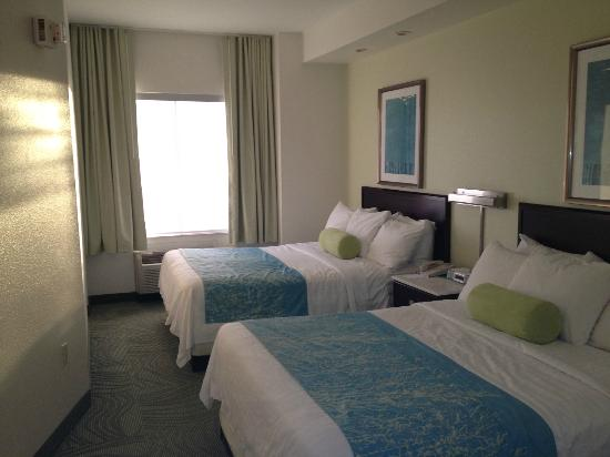 SpringHill Suites Seattle South/Renton: Similar room from their Hillsboro location.  Only the lay-out is different.