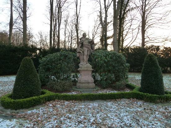 Schloss Clemenswerth: Statue