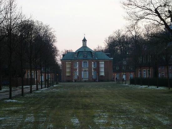 Schloss Clemenswerth: Allee