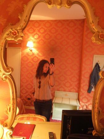 Hotel Lux: Interior