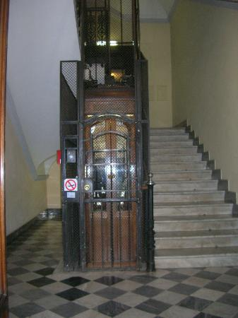 Residenza le 6A : Antique elevator