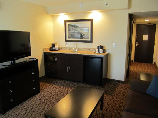 Holiday Inn Express Baltimore - BWI Airport West : Suite Living Room 2