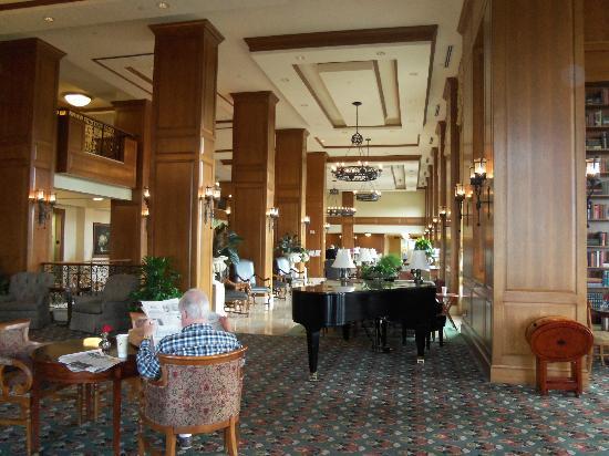 Biltmore Village Inn: Biltmore Inn lobby